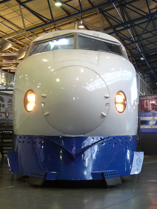 Bullet_train_in_York _front_view